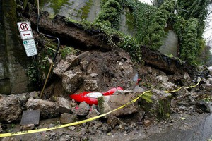 Popular Route To Terwilliger Hot Springs Cleared Of Boulders From