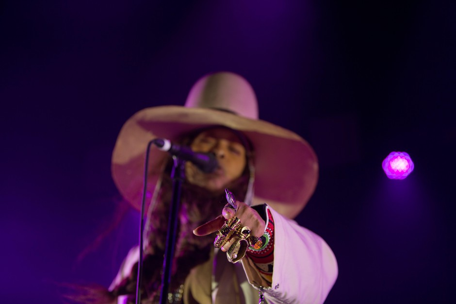 Always stylish, Erykah Badu rocked a fist full of rings during her sold-out performance at Portland's Arlene Schnitzer Concert Hall.