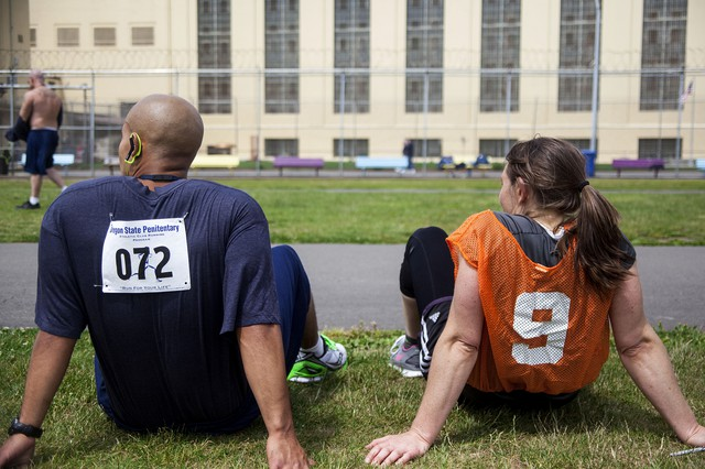 Rebecca Gundle sits with an inmate after the race.