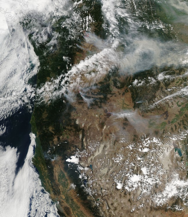 The Moderate Resolution Imaging Spectroradiometers (MODIS) on NASA's Aqua and Terra satellites captured these images of the Carlton Complex Fire in July 2014.
