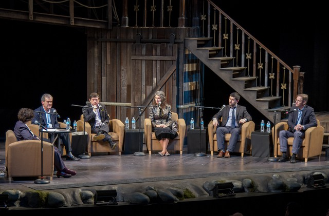 "April Baer (left) moderates the CAC Forum on the ""Great Expectations"" set at Portland Center Stage. Candidates from left: Stuart Emmons, Steve Novick, Amanda Fritz, Jules Bailey and Ted Wheeler."