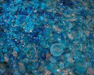 Spectrum Glass, one of the Northwest's leading suppliers of art glass, is closing its doors, citing growing financial difficulties tied to EPA restrictions.