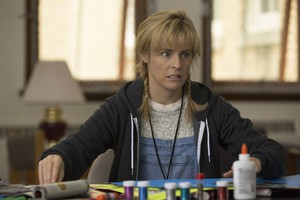 """A scene from """"Lady Dynamite"""": art therapy in the psych ward."""