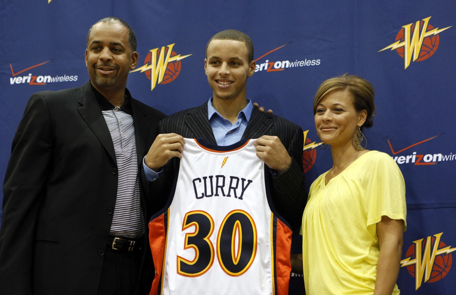 Golden State Warriors top draft pick Stephen Curry poses with his father Dell Curry, left, a former NBA player, and mother Sonya Curry, right, during a news conference at the Warriors headquarters in 2009.